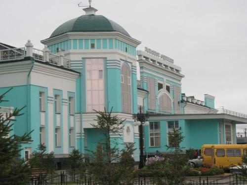Пригородный железнодорожный вокзал